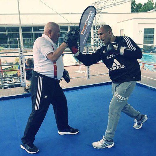 Arthur Abraham is working the mitts with the legendary coach Ulli Wegner. #ArthurAbraham #UlliWegner #Sauerland #Sauerlandevent #boxing #proboxing #sES #RobertStieglitz #Kienbaum #KoolSavas #worldchampion #worldchampionship  #boxhaus #boxhausbrand #berlin #berc #teamabraham  @basti_officialpage