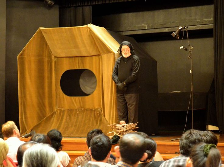 """""""Please, no photograph during the show. There will be an aftershow photo session,"""" said an associate of Dutch puppet show artist Charlotte Puijk-Joolen in her show """"The Little Magic Theatre"""" in Jakarta. It is a pity that the advice fell to some deaf ears in the hall."""