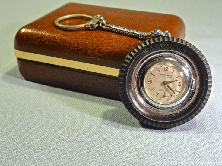 """...orologio meccanico con portachiave d'automobile """" DIANTUS (CH), antimagnetico, 15 jewels, l'orologio ruota all'interno di un pneumatico d'auto - anni'60 - © Umberto Garbagnati -"""