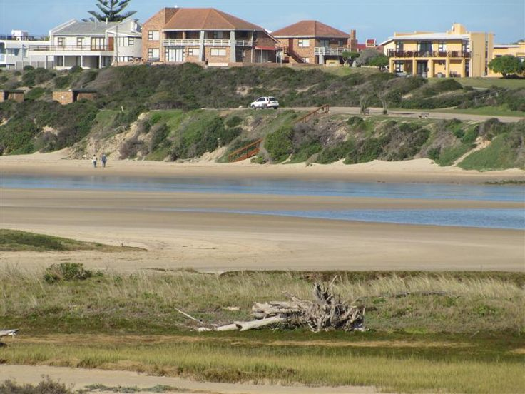 Die Nessie - Wonderfully equipped upmarket four-bedroom cottage, superbly located virtually on the east bank of the Goukou River, just 500 metres from the main beach in Stilbaai.  The house boasts uninterrupted views ... #weekendgetaways #stilbaai #southafrica