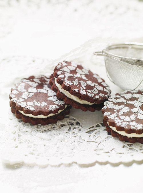 Biscuits sandwichs au chocolat et crème à la vanille Recettes | Ricardo