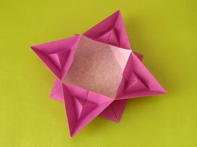Origami: Scatola piramidata - Box with pyramids. Designed and folded by Francesco Guarnieri, June 2015.