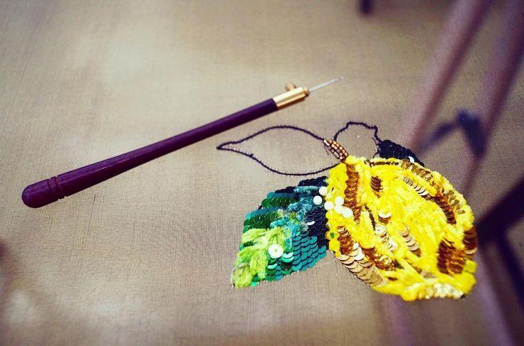 В шкурке жёлтой, кислый он, называется . Наступают холодные осенне-зимние дни, и чтобы не болеть пейте чай ☕️ с лимоном и мёдом   #вышивка #вышивкалимон #лимон #embroidery #hautecouture #luneville #вышивкакрючком #синель #пайетки #вышивканараме #итальянскаярама #мебельдлярукоделия