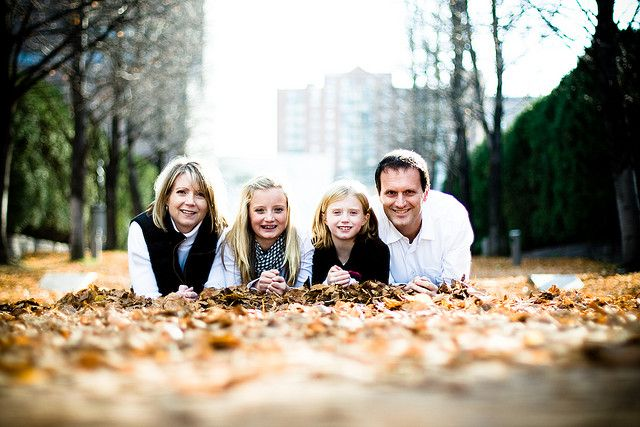 Holiday family pictures - add colorful trees/landscape in the background. PERFECT for a #dtsp or #rainbowriver family photo shoot!! (JK)