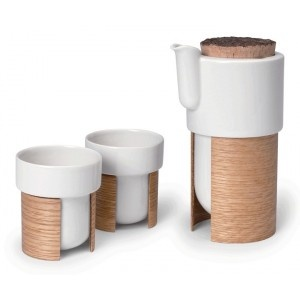 WARM set for a design tea time A interesting mix design combining Japenese and scandanavian warmth Manufactured in Finland Made from porcelain, oak and cork 145 €
