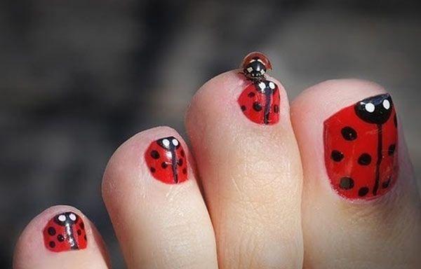 Diseños para uñas de los pies, diseño para uñas delos pies rojo.   #uñasdecoradas #nails #uñasbonitas