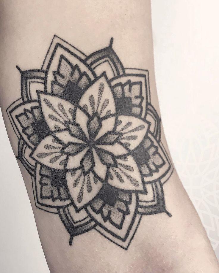 instagram.com/herzdame – Berlin ⠀⠀⠀⠀⠀⠀⠀⠀⠀ #dotwork #linework #mandala #mandalas #mandalatattoos #ornament #pattern #healed #healedtattoo #feelfarbig #tattoossindkunst #tattooart #bodyart #art #germantattooers #ladytattooers #kunst #tattoo #tattoos #tatts #tätowierung #tätowierer #urbanart #tattoed #inked #tattoolife #inkspiration #inkaddict #instatattoo #artoftheday