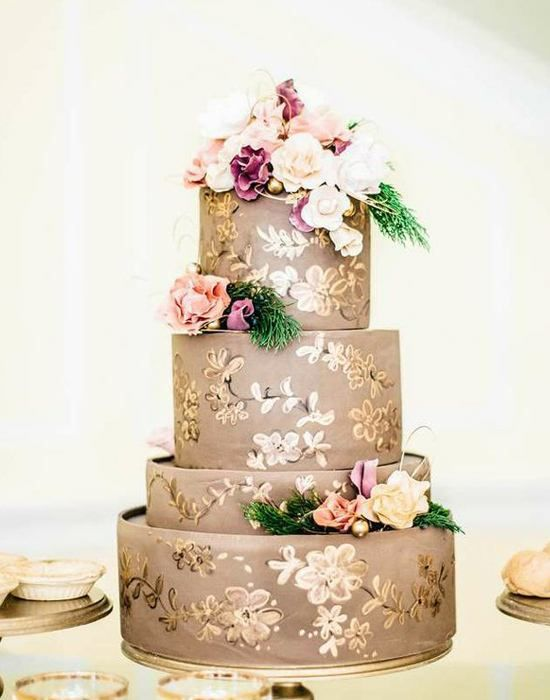 3. First, we love that the tiers are different heights...and second we love all the gold detail by Sky's The Limit Cake and captured by Jordan Maunder Photography.