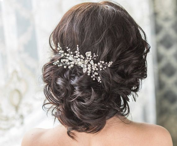 This beautiful flower bridal hair comb is accented with Swarovski crystals and pearls.