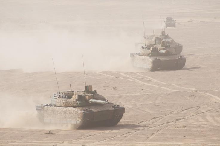 Contre attaque commune de chars Leclerc français et émiriens pendant un exercice. © ADC G.Gesquière