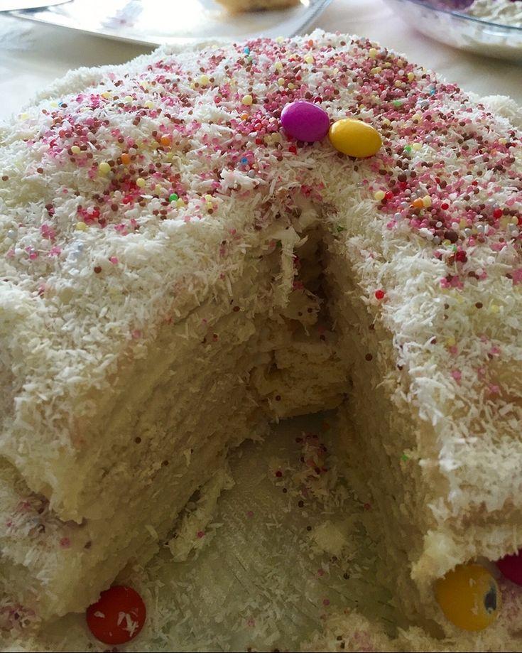 """2,102 Beğenme, 49 Yorum - Instagram'da Funda Özyurt (@fundacalezzetler): """"Çocukluğumun pastası ne çok severdik bir ölçü asla yetmezdi bize kapış kapış 😂😂 biz ona sac pastası…"""""""