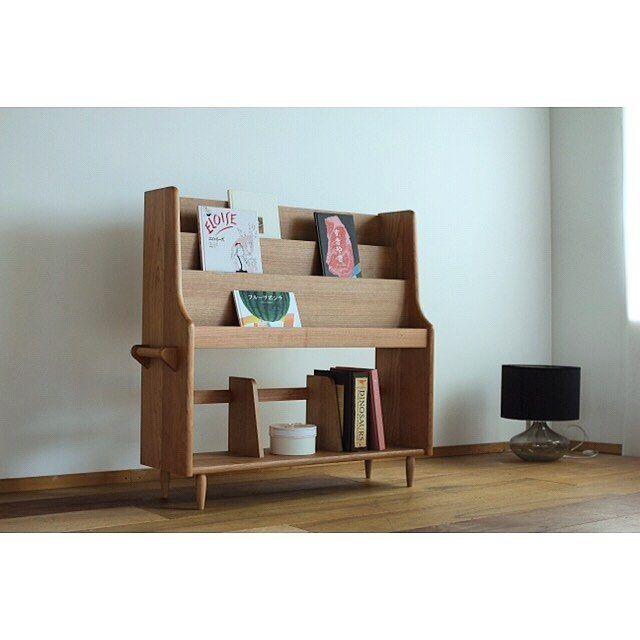 . オーダーメイドの絵本棚 W1000 D280 H900 チェリー材 子供部屋はもちろん、リビングに置いてもそこが子供のスペースになるような。 家具の持つ世界観を大事にデザインしました。  #本棚#絵本棚#絵本#片井家具道具#マイホーム#インテリア#家具#オーダー家具#木工#暮らし#デザイン #woodworking#woodwork#furniture#bookcace