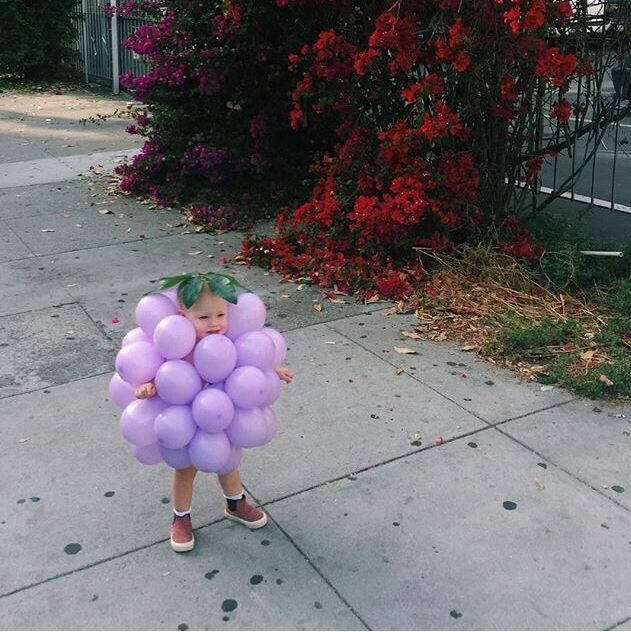 Homemade Balloon Grapes Costume....these are the BEST Halloween Costume Ideas for Kids!