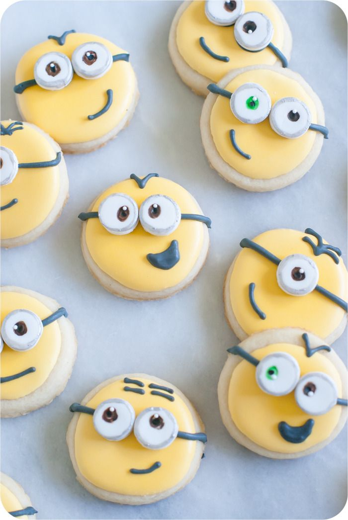 how to make Minions cookies > recipes + tutorial from @bakeat350