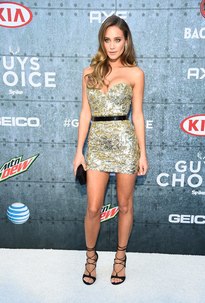 13 Reasons Hannah Davis Is So Much More Than Derek Jeter's Fiancée. #celebrity #fashion #hannahdavis