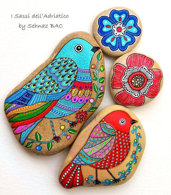 Pájaro de piedra pintadas por ISassiDellAdriatico en Etsy