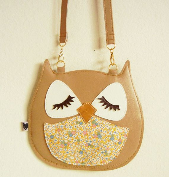 This is a vinyl coin purse featuring Stewart the Owl! Stewart the Owl likes to sit in his tree and ponder life with his squirrel neighbors. He lives in San Francisco, near a beautiful wood paneled tree house. He is a big fan of Conan O'Brien, and loves to watch him ever night! In his spare time, Stewart teaches the neighborhood owl and squirrel kids how to break dance to hip hop. Stewarts body is made from a tan vinyl, his eyes are white vinyl with brown vinyl lashes, and his front body…