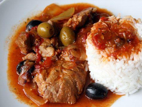 Saute de veau aux olives - Plat traditionnel Corse - Servez ce délicieux plat typique, accompagné de pâtes fraîches, de polenta ou encore de châtaignes cuites.