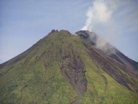 Arenal Volcano National Park, Alajuela es muy grande. Puedes disfrutar del volcán.