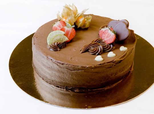 Sjokoladekake med smakfull sjokoladekrem - En fantastisk smakfull og deilig sjokoladekake. Den vil garantert bli laget igjen!
