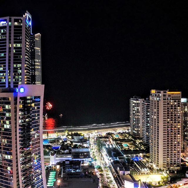 Instagram【a_zono】さんの写真をピンしています。 《✈ Gorgeous night view❇Gold coast in Australia . . オーストラリアのゴールドコーストの夜景❇ . 遠くに海辺の花火が見えます . 今日の東京は、冷たい雨☔ですねー(ू˃̣̣̣̣̣̣︿˂̣̣̣̣̣̣ ू) そろそろ、南の島に行きたい病が、MAXですー . --------------------- #australia #goldcoast #city #cityview #beautiful #surfersparadise #travelphoto #travelingram #traveler #travelgirl #travellog #amazing #seaside #visiting #nightview #travelgram #backpacker #trip #travel #オーストラリア #ゴールドコースト #サーファーズパラダイス #絶景 #海 #オシャレ #旅写真 #カメラ女子 #写真すきな人と繋がりたい #旅好きな人と繋がりたい…