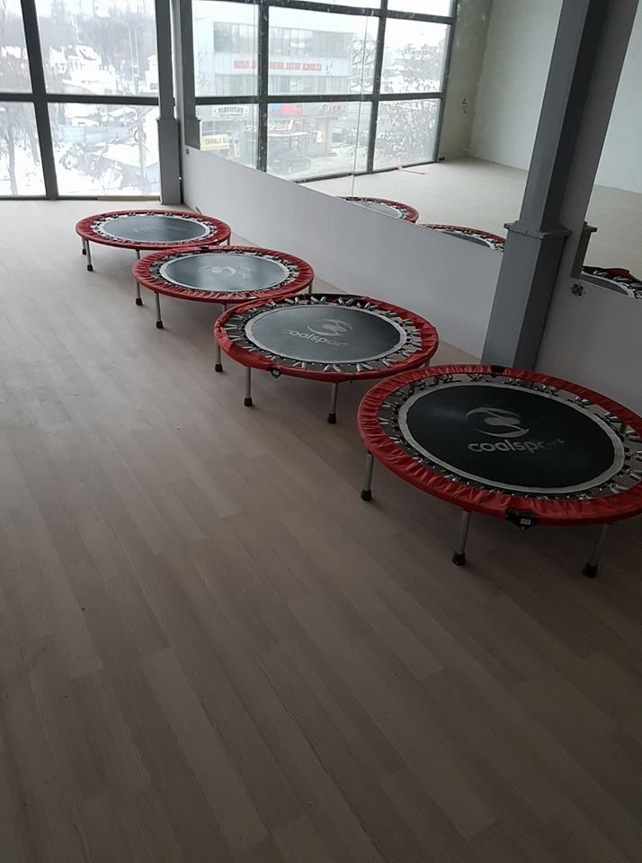 A sosit primul lot de trambuline pentru aerobic jumps! Clasa de aerobic jumps va fi inclusa in pachetul de aerobic deci nu veti plati in plus. http://www.skyfitness-nutritioncenter.ro