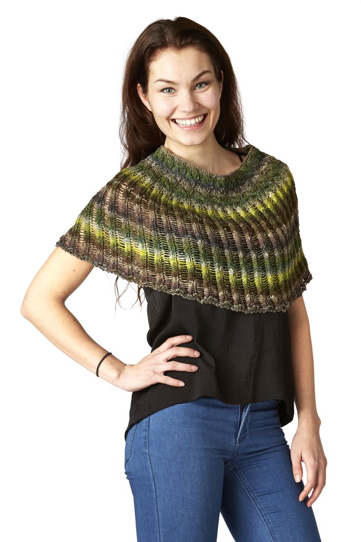 Klokkeblomst - poncho. Handknitted in wool, cotton, bamboo and silk.
