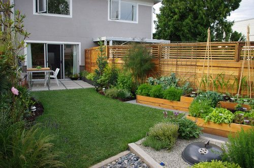 loved the raised garden boxes in this contemporary landscape by Aloe Designs