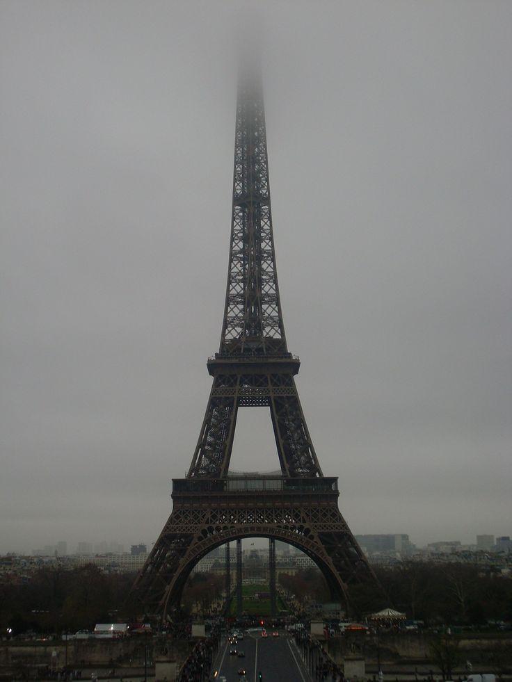 De Eiffeltoren in de mist
