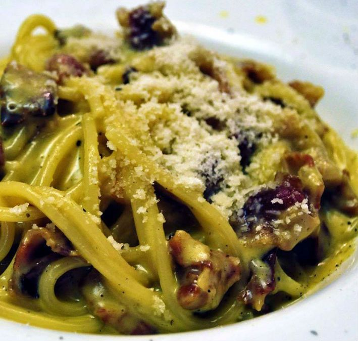 This recipe really enjoyed to our readers, try it ... I get hungry just looking at it !!!! Carbonara'spaghetti with eggplants