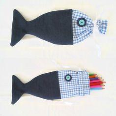 idée créative épinglée par l'Atelier de la création www.atelierdelacreation.com  Trousse à crayons poisson.