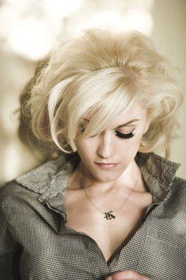 Gwen Stefani - 50's style short blonde curls.