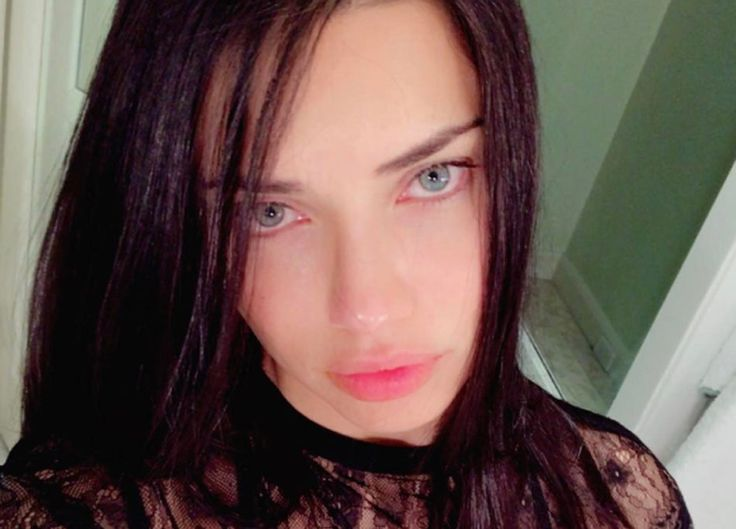 Adriana Lima, selfie al naturale  https://www.vanityfair.it/beauty/beauty-star/2017/04/12/adriana-lima-selfie-al-naturale-foto-instagram