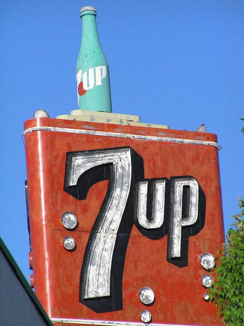 7-Up sign, soda that's always been my favorite (especially cherry!)