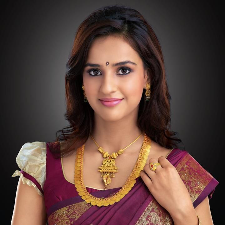 Indian Jewellery and Clothing: Model presenting double layered kasumala/kasulaperu and antique design short necklace from josco jewellers...
