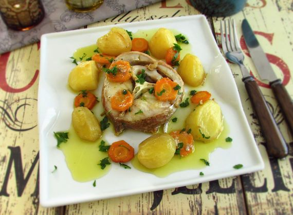 Ling fish in the oven | Food From Portugal. Tasty recipe for the whole family, ling seasoned with salt, white wine and pepper, wrapped in potatoes, onion, garlic, bay leaf and carrot, which goes to the oven drizzled with olive oil, sprinkled with chopped parsley. http://www.foodfromportugal.com/recipe/ling-fish-oven/