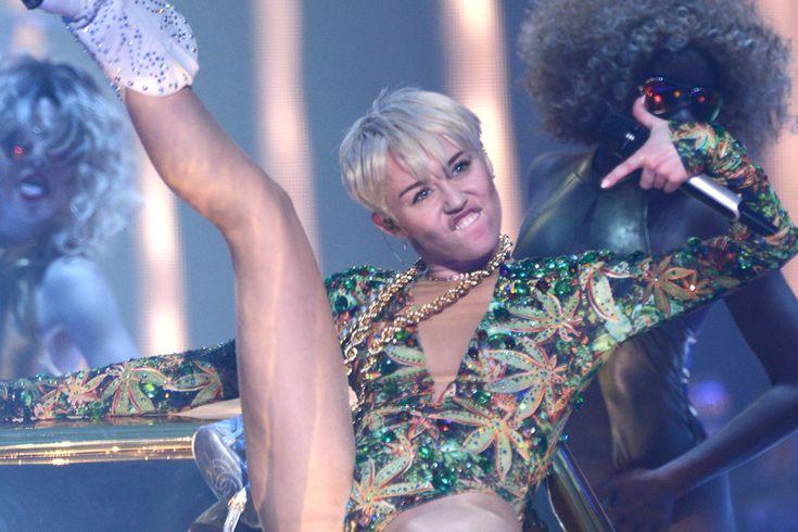 """Miley Cyrus: """"Bangerz""""-Kostüme von Roberto CavalliDie """"Bangerz""""-Tour von Miley Cyrus befindet sich mittlerweile in vollem Gange. Dabei"""
