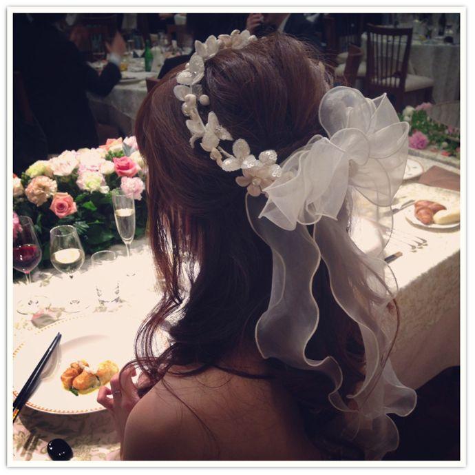 リボンポニーテールから花冠にお色直し!~可愛らしい花嫁スタイル~ ヘッドドレス&花冠 ウェディングアクセサリー通販 【mekku】(メック)