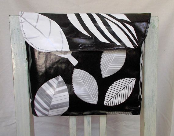 Versatile Bicycle Bag BW leaves  / Bolsa Bicicleta folhas by ANaif, €15.00