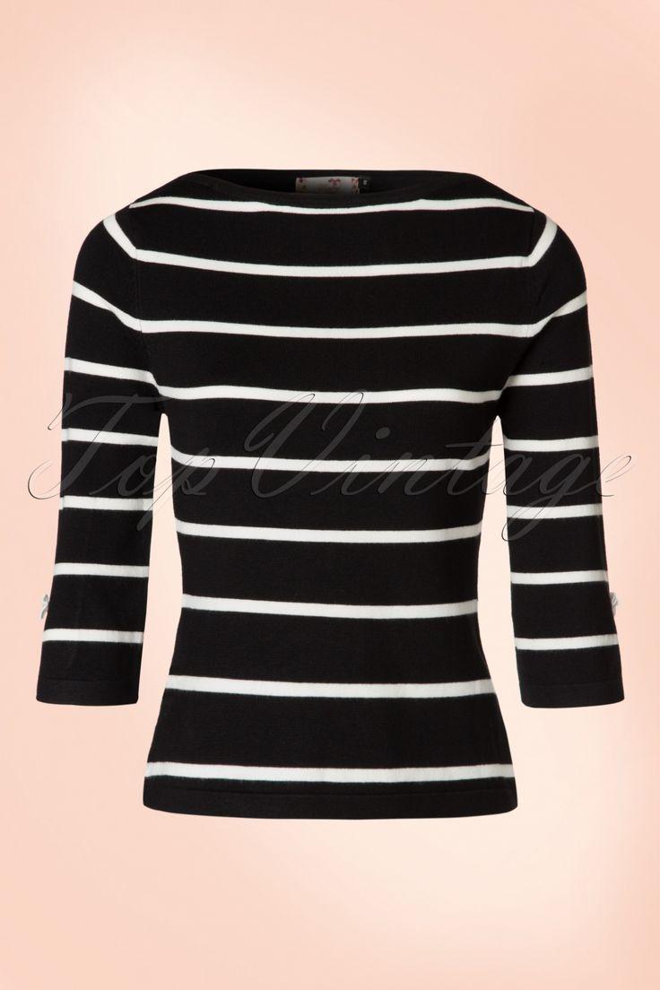 Elegant en schattig deze 50s Addicted Stripes Please Sweater! Audrey Hepburn was er ook helemaal weg van!  Eenvoudig maar toch speciaal door de lieflijke details ;-) De top heeft een mooie ''slash'' halslijn en flatterende 3/4 mouwtjes met splitjes die afgezet zijn met kleine vaste strikjes, só cute!Uitgevoerd in een heerlijke soepele, stretchy, fijngebreide zwarte viscosemix met een wit streeppatroon diezijn perfecte pasvorm zal blijven behouden, zelfs na een aantal wasbe...