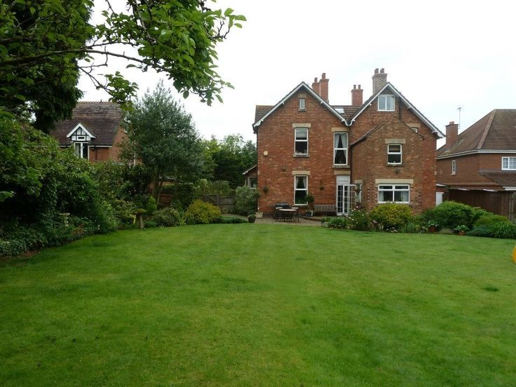 A Beautiful ‪#‎House‬ for Sale in England-Well established red brick character family ‪#‎home‬ is set in generous ‪#‎grounds‬ .
