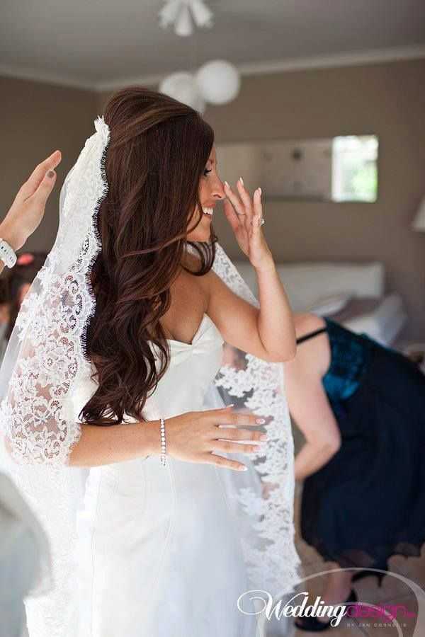 That veil and her hair!!!!!!