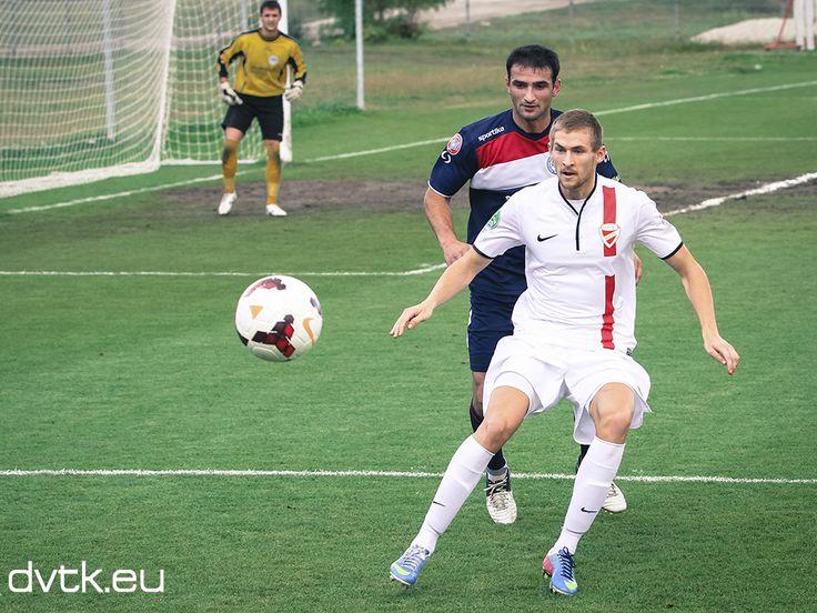Bacsa Patrik többször is nagyon szépen játszotta meg a labdát a DVTK vegyes - Putnok edzőmérkőzésen (2013. szeptember 18.)
