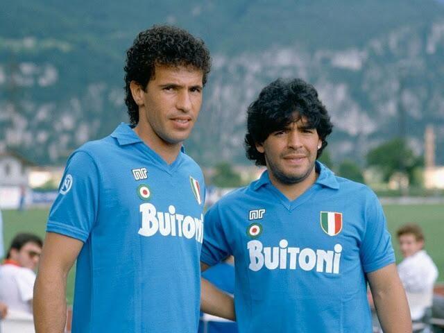 1987. Con su compañero de ataque, el brasilero Careca, quien fue pedido exclusivamente por Maradona a la dirigencia napolitana.
