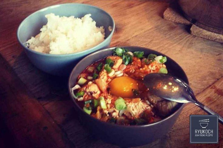 ► Leckeres koreanisches Rezept Sundubu Jjigae (Kimchi Tofu Eintopf) zum nachkochen ✪ in 35Minuten      ✪ Zutaten: Fischbrühenpulver, Öl (geschmacksneutral), Sesamöl, Chillipulver, Schweinebauch, Zwiebel