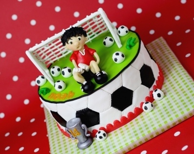 Soccer, football By leonietje1 on CakeCentral.com