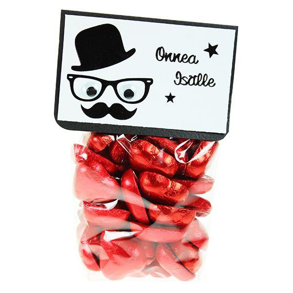 Sinellin suklaasydämet sopivat lahjaksi herkkusuille. Sellofaanipusseihin on helppo tehdä omat kauniit etiketit.