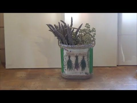 This video presents how to make herbs basket using a plastic container and the decoupage technique.  Αυτό το βίντεο παρουσιάζει πως φτιάχνω καλάθι για βότανα, χρησιμοποιώντας, ένα πλαστικό δοχείο και την τεχνική ντεκουπάζ.