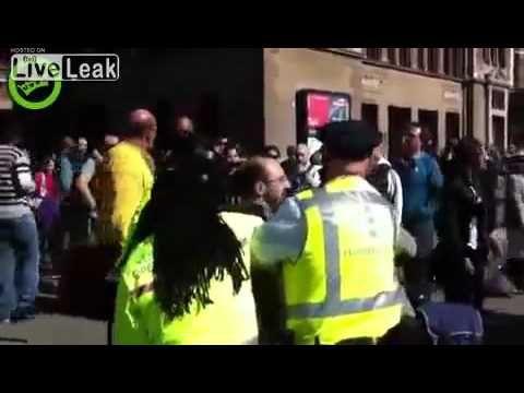 Turista italiano contromano in bici: arrestato e picchiato dalla polizia olandese - Guardalo