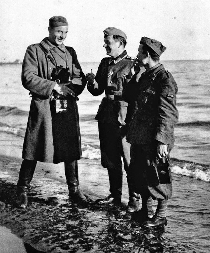 Slovak, German and an Italian soldier smoking and chatting together during the Battle of the Sea of Azov, 1941.